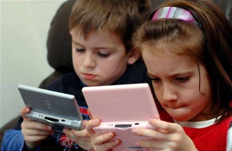 a824f3be3523e أضرار الألعاب الإلكترونية بصحّة الطفل النفسية!!